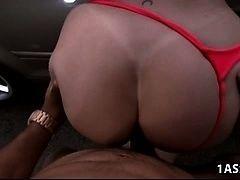 Автомойка со зрелой жопастой Sara Jay