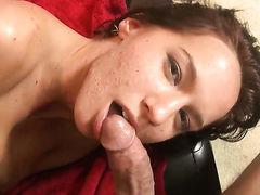 Karina OReilley трахается с парнями чтобы получить больше спермы