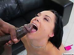 Kristina Rose любит межрасовый секс