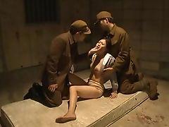 Заключенная, униженная солдатами