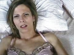 Жена просыпается и хочет получить кремпай